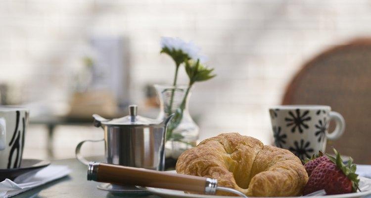 Alrededor del mundo al croissant se le conoce como: cachitos, mediaslunas, cangrejos o cuernitos.