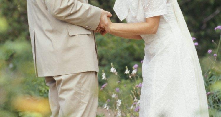 Muchos aspectos de la ceremonia de boda judía están profundamente arraigados en la tradición.
