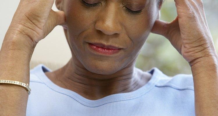 Os sintomas de dor de cabeça devido ao choro só aparecem quando a causa são emoções negativas