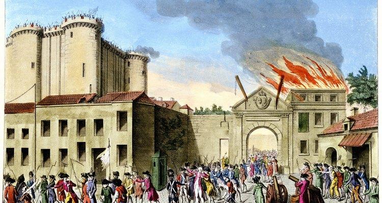 A Revolução Francesa ocorreu a partir de uma sangrenta evolução política em direção à democracia, impulsionada por tumultos entre as pessoas comuns