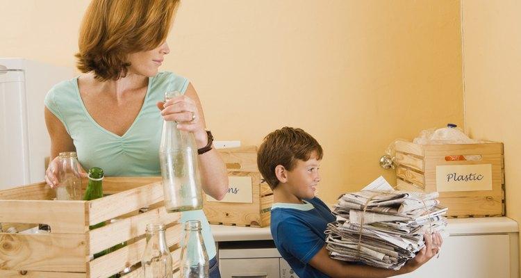 Faça um cartaz sobre reciclagem para educar as famílias sobre o que e como reciclar