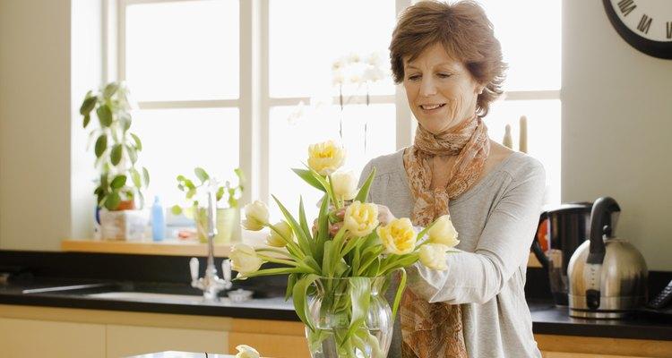 Darle flores a un amigo puede enviar un mensaje cálido y amoroso.