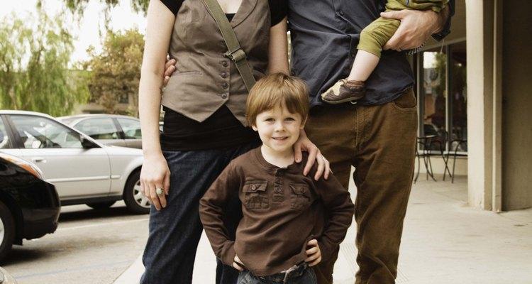 Un cónyuge que no trabaja por cuidar a los niños es probable que tenga derecho a la manutención del cónyuge.