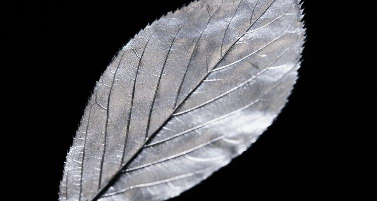 A prata, depois de desoxidada, se torna mais maleável para ser fundida e moldada