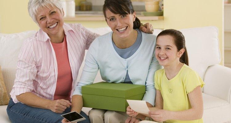 Haz que cada generación de la familia añada algo a una cápsula del tiempo anual.