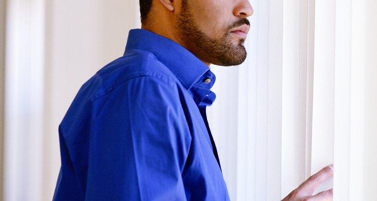 O crescimento normal da barba é determinado pelo hormônio testosterona