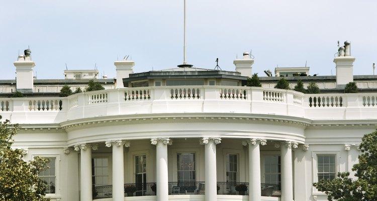 Los analistas de la CIA hacen informes de inteligencia para el Presidente y los miembros del Congreso.