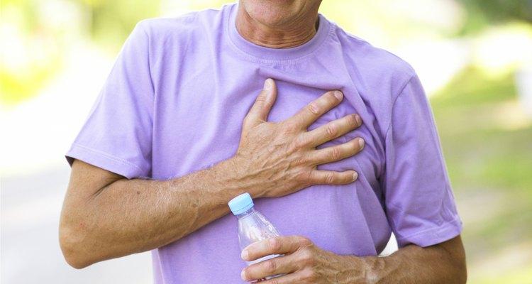 Uma dor torácica pode ser causada tanto por refluxo ácido quanto por um problema cardíaco