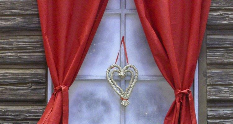 Desamasse cortinas e deixe o visual do espaço mais bonito