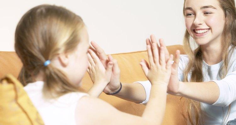 Uma criança extrovertida prefere passar muito tempo com os amigos