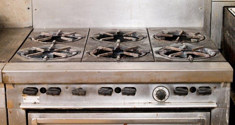 Se o forno a gás ficar úmido por dentro, o dispositivo de ingnição estalará continuamente