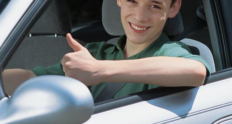 Los adolescentes que tienen una licencia de conducir pueden utilizar el coche de la familia para ayudar a transportar hermanos.