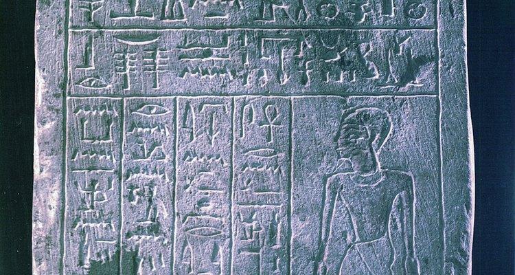 Aprenda a escrever frases que possam ser traduzidas em símbolos do Antigo Egito