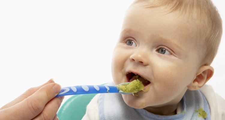 Green vegetables are an excellent low-acid food choice for babies.