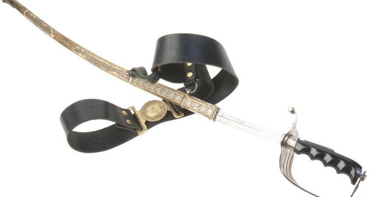 Sabres de cavalaria eram mais longos e finos que aqueles usados pela infantaria