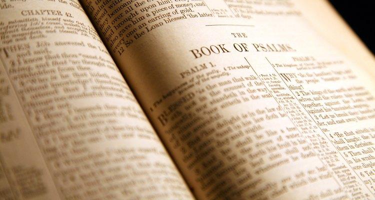 Las concordancias y recursos en línea pueden ayudarte a encontrar un pasaje bíblico.