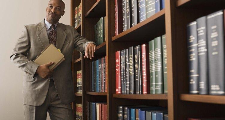 Los abogados se especializan en un área particular de la ley.