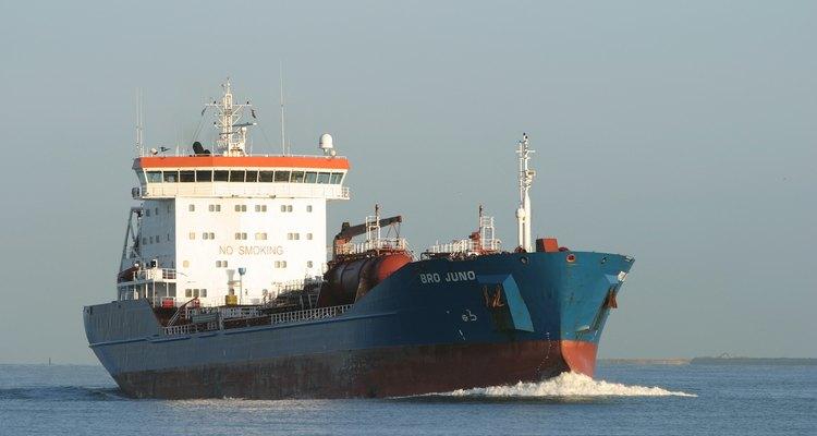 Debido a los derrames de petróleo, todos los buques tanque construidos desde 1990 deben incluir doble casco.