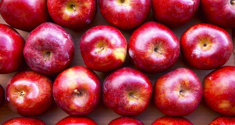El vinagre hecho del azúcar en la sidra de manzana o jugo de uva son especialmente comunes.