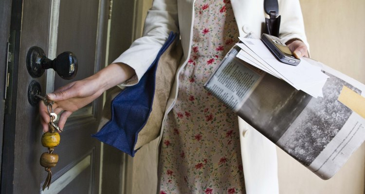 Newspaper absorbs odours from other surfaces.