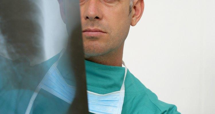Os raios-X revolucionaram a medicina ao tornar os procedimentos menos invasivos