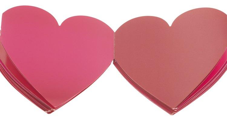 Imagine uma forma de coração cortada ao meio diagonalmente