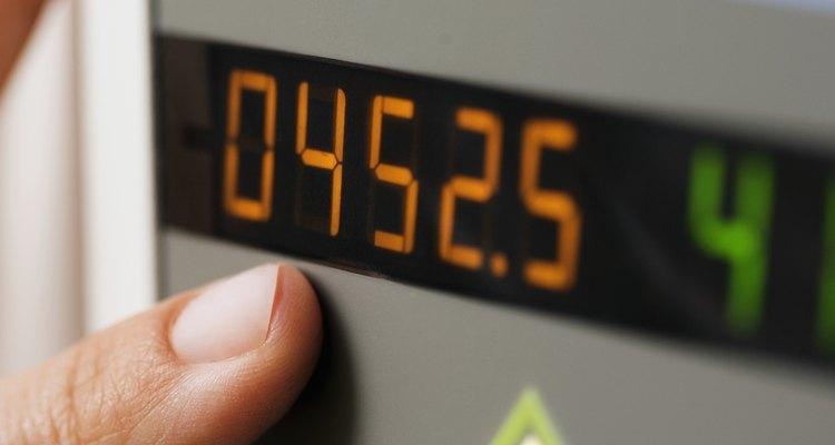 Multiplique um número decimal por ele mesmo uma vez a menos que o expoente