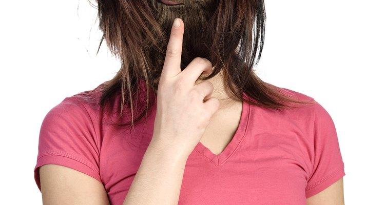Aplica un adhesivo para prótesis que elijas, sobre la base de la barbilla.