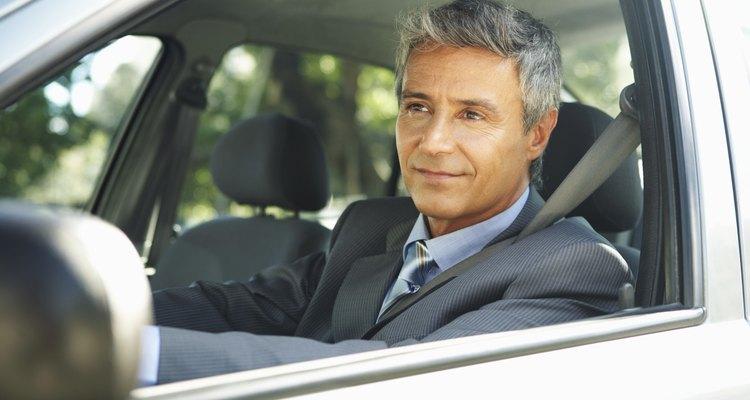 Si usas un vehículo parcialmente para negocios, pero a veces, para uso personal, puedes deducir sólo la parte de los gastos relacionados con tu negocio.