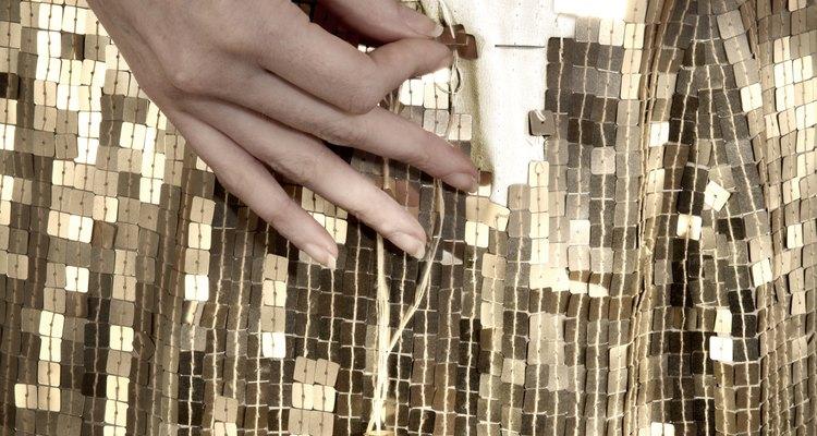 Fazer barra em um vestido de paetês pode ser simples