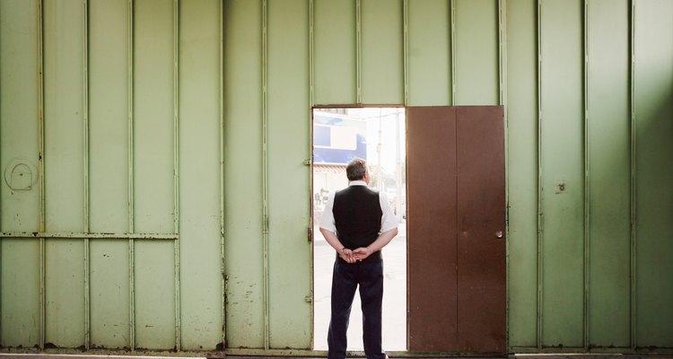 Averigua qué implementos requiere tu puerta.