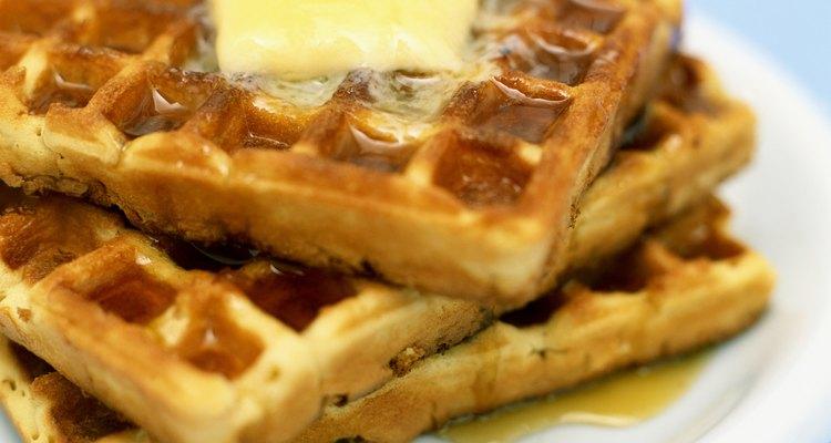 Deixe os waffles congelados macios aquecendo-os no micro-ondas