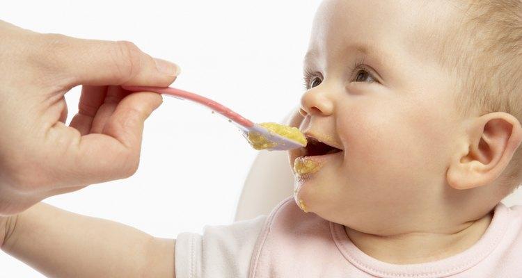 La alimentación complementaria debe iniciarse a los 6 meses de edad.
