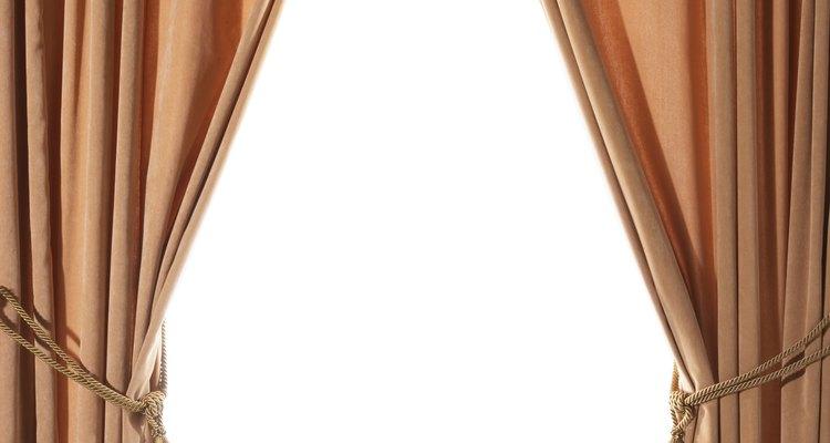 Los cordones dorados le dan a tu sala un toque elegante.