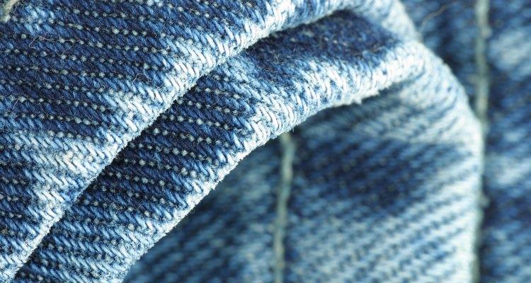 Dê ao seus jeans um toque formal fazendo vincos a ferro