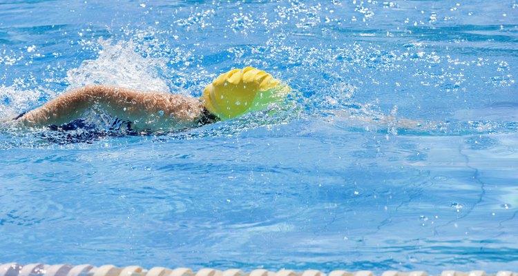 As piscinas de natação contêm cloro para matar as bactérias na água
