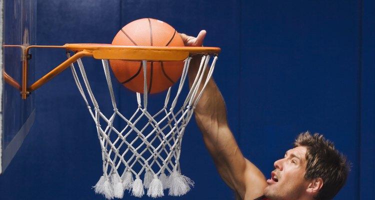 Saiba mais sobre os tamanhos oficiais para uma tabela de basquete