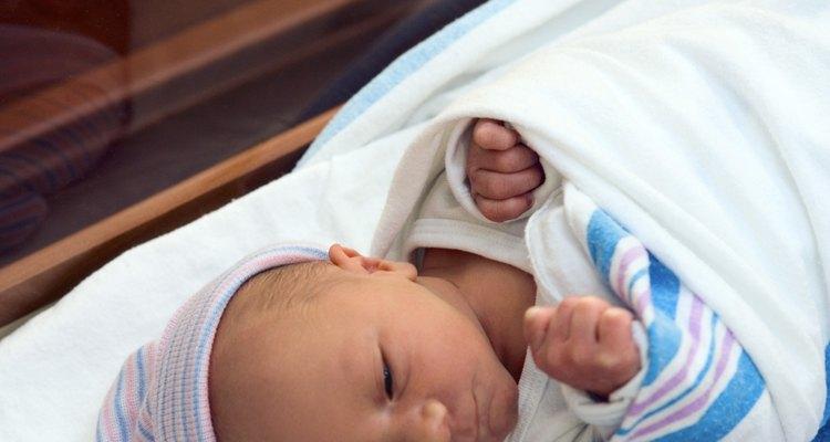 Encomende fotos do recém nascido impressas numa camisa ou caneca