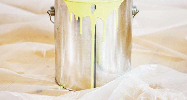 Produtos como tintas e removedores de tintas pode expor a pessoa ao benzeno