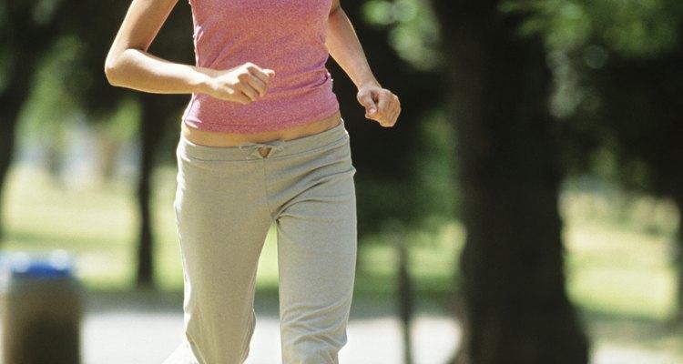 El pegamento para reparar zapatos puede ayudar a revivir tus zapatos para correr rotos.