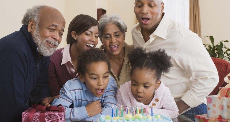 Planificar el evento del cumpleaños para mellizos varón y niña puede ser desafiante debido a sus gustos distintos.