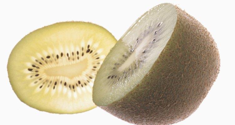 Las semillas del kiwi son pequeñas y deben secarse antes de la siembra.