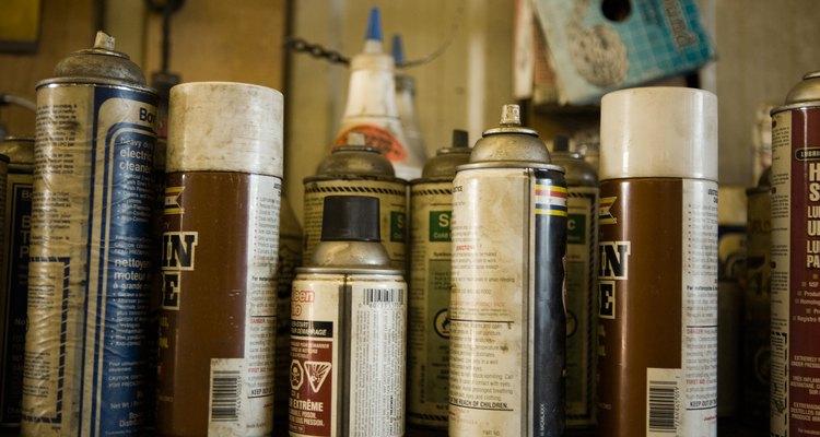 A tinta de spray pode ser facilmente removida da madeira