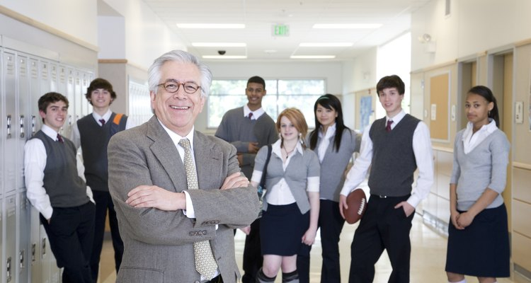 Los administradores de escuela deben satisfacer las necesidades de estudiantes, padres y maestros.