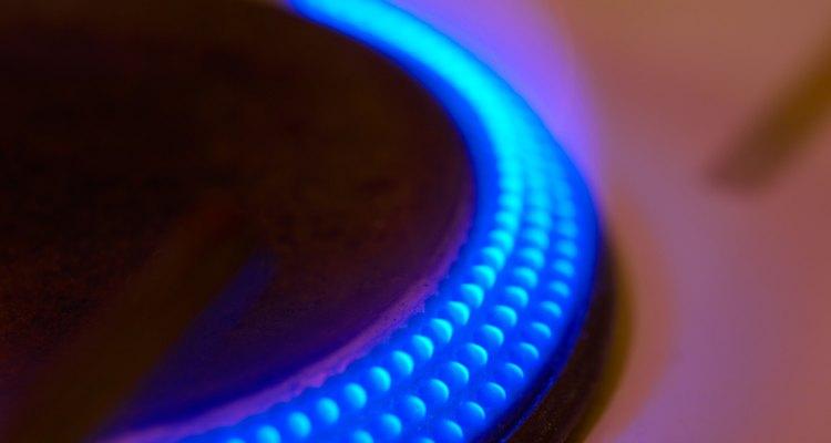 El limpiar las tuberías de los quemadores ayuda a que la parrilla queme el combustible eficientemente y con seguridad.