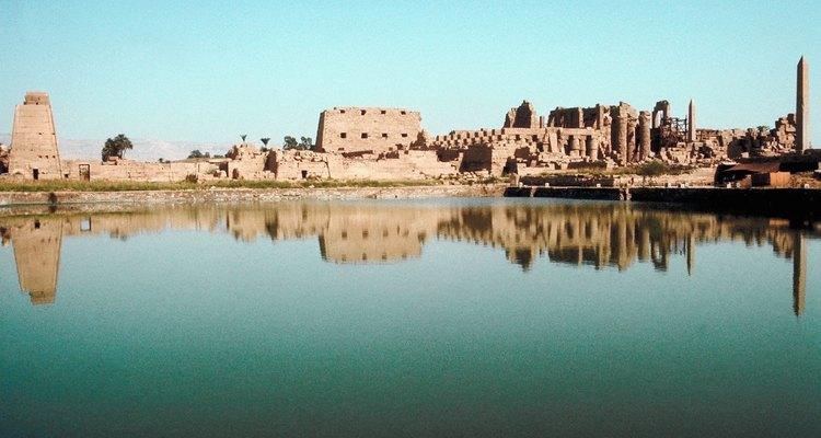 Los faraones vivían en complejos con edificios de techo plano.