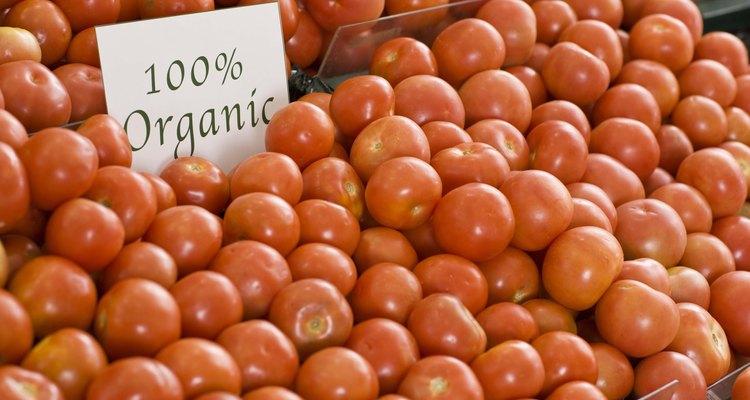 Cultiva tomates sanos usando pesticidas no tóxicos.