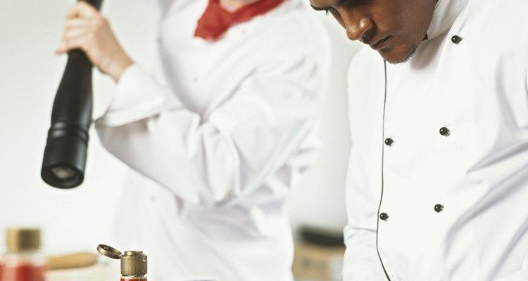 O lenço do chef de cozinha é opcional, a menos que seja uma parte requerida do uniforme