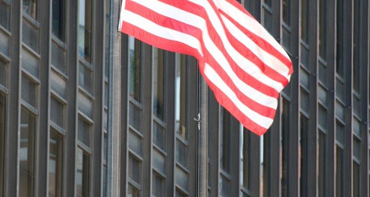 Las banderas amarradas incorrectamente terminan cayéndose o resultando dañadas.