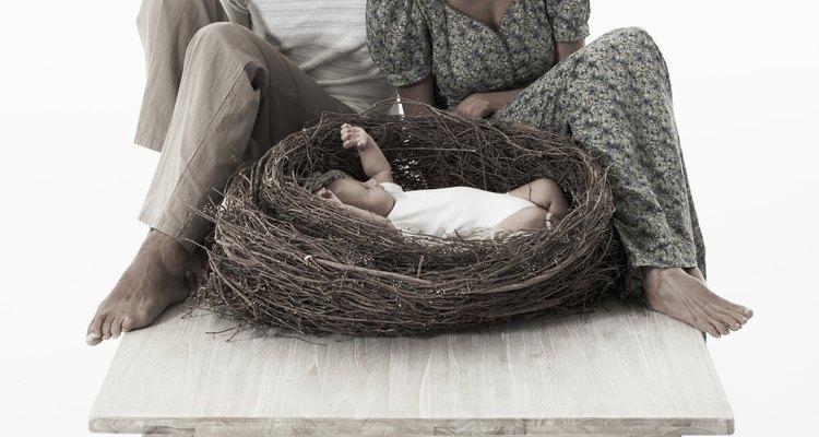 Las madres sustitutas llevan y dan a luz a bebés para parejas.